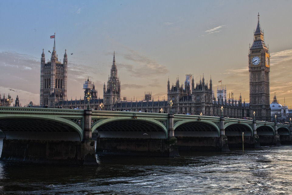 house of parliament and big ben with River Thames & Bridge view
